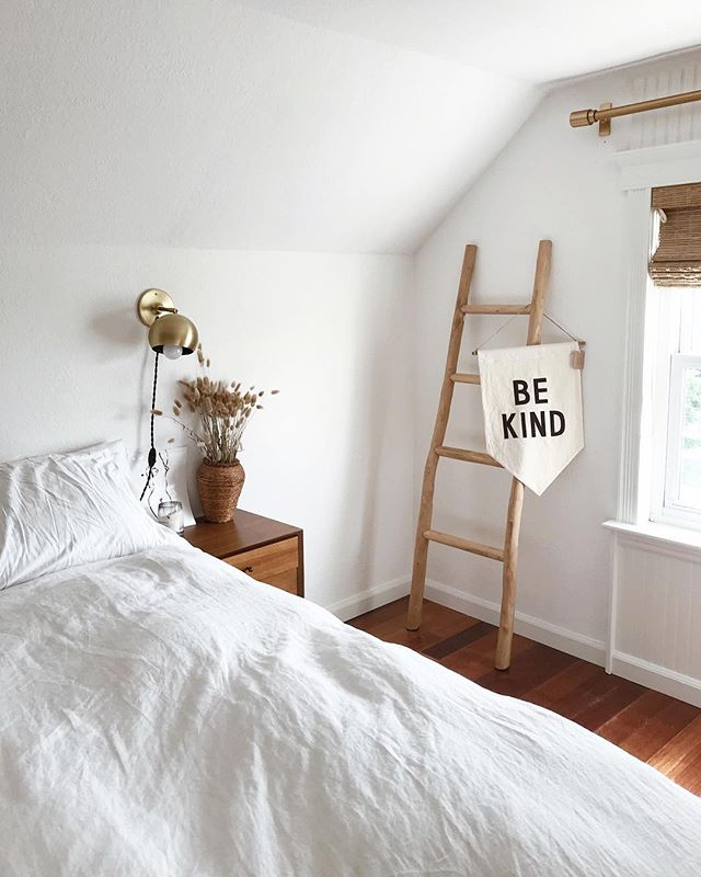 Nothing but positive vibes from this bedroom space. Photo by @tiffwang_ #homestorydesigns