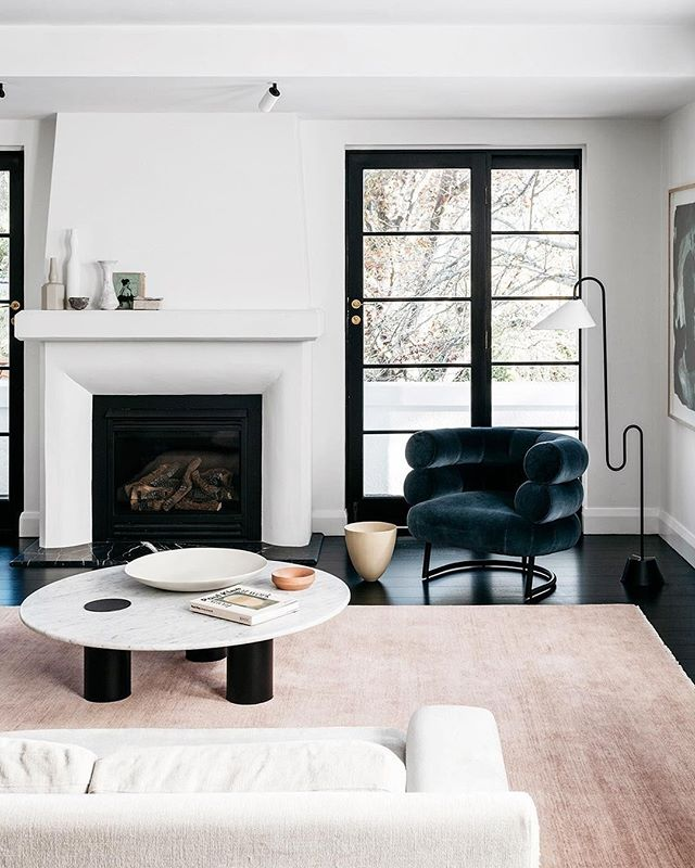 We're totally digging this blush pink and dark blue color combo. What do you think? Photo by @arentpykestudio #homestorydesigns