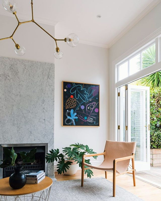 We can't decide what we love most about this space; the beautiful lighting fixture, that leather swing back chair or that stunning wall art. You decide! Photo by @duncaninnesphotography #homestorydesigns