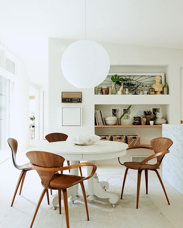 We've got a major design crush on this dining room from @restoredbythefords. From the chairs to that stunning paper lamp, this room has it all. #homestorydesigns