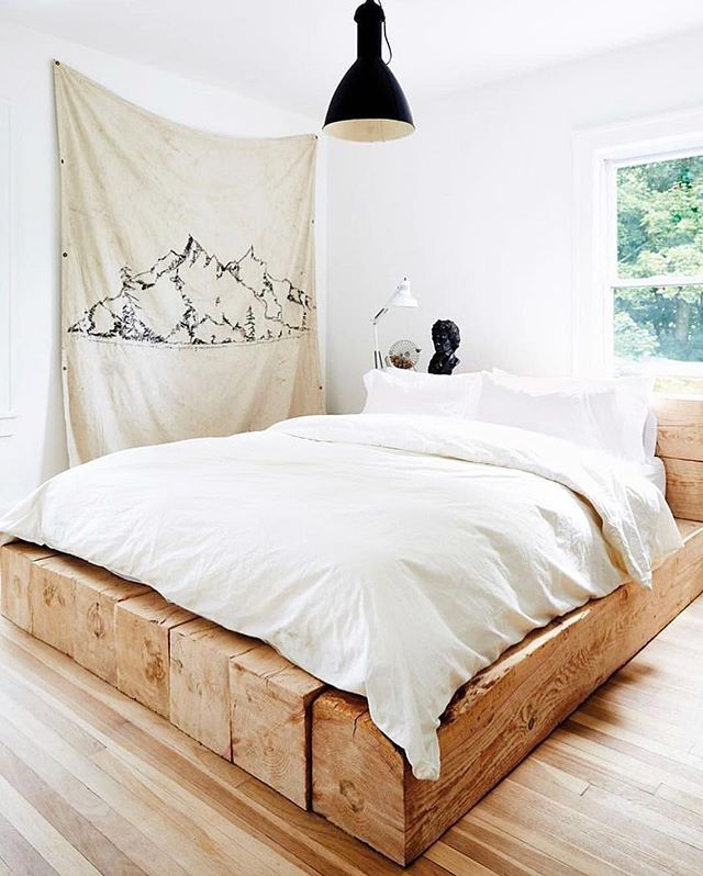 Daydreaming about spending our weekend in bed here. I sure hope it's as comfy as it looks! Photo by @nicole_franzen #homestorydesigns