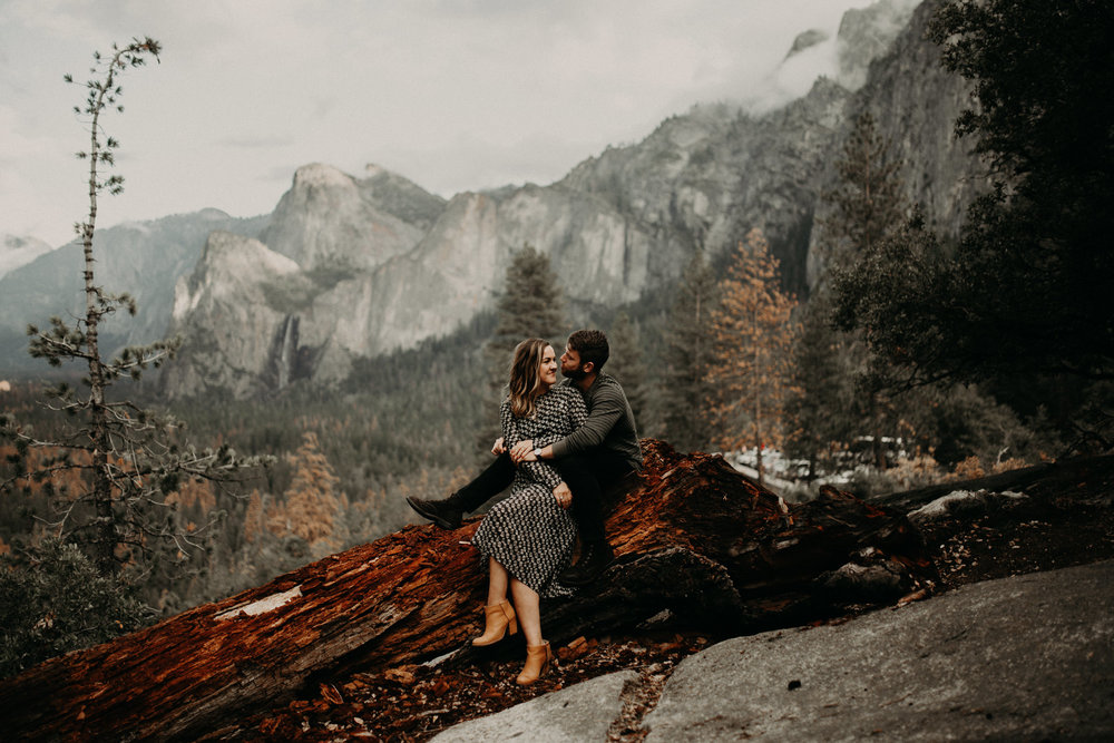 couple-engagement-yosemite-california_0010.jpg