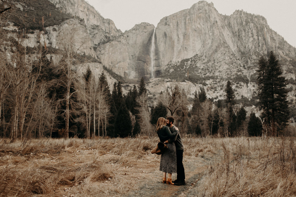 couple-engagement-yosemite-california_0021.jpg
