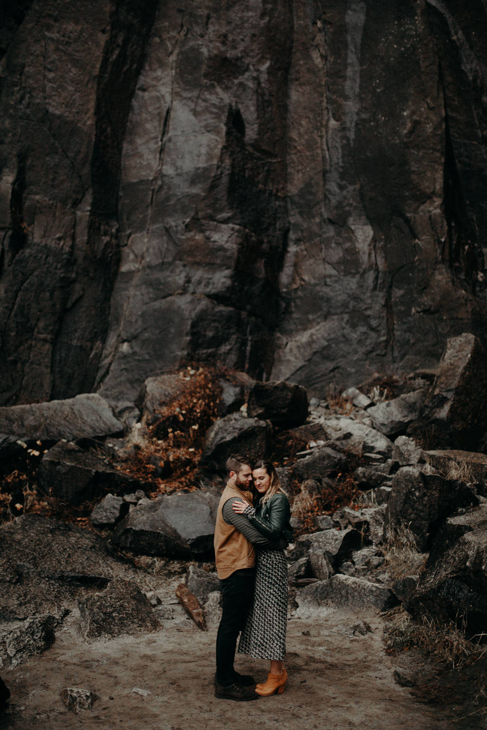 couple-engagement-yosemite-california_0061.jpg