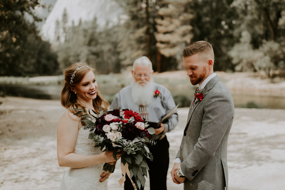 couple-elopement-yosemite-california_0013.jpg