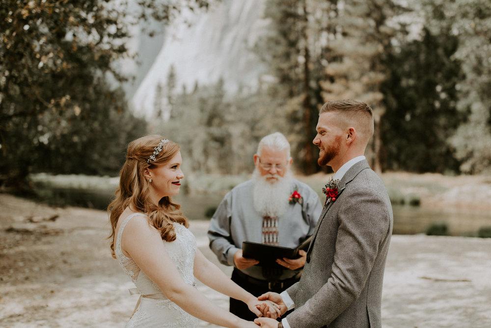 couple-elopement-yosemite-california_0014.jpg