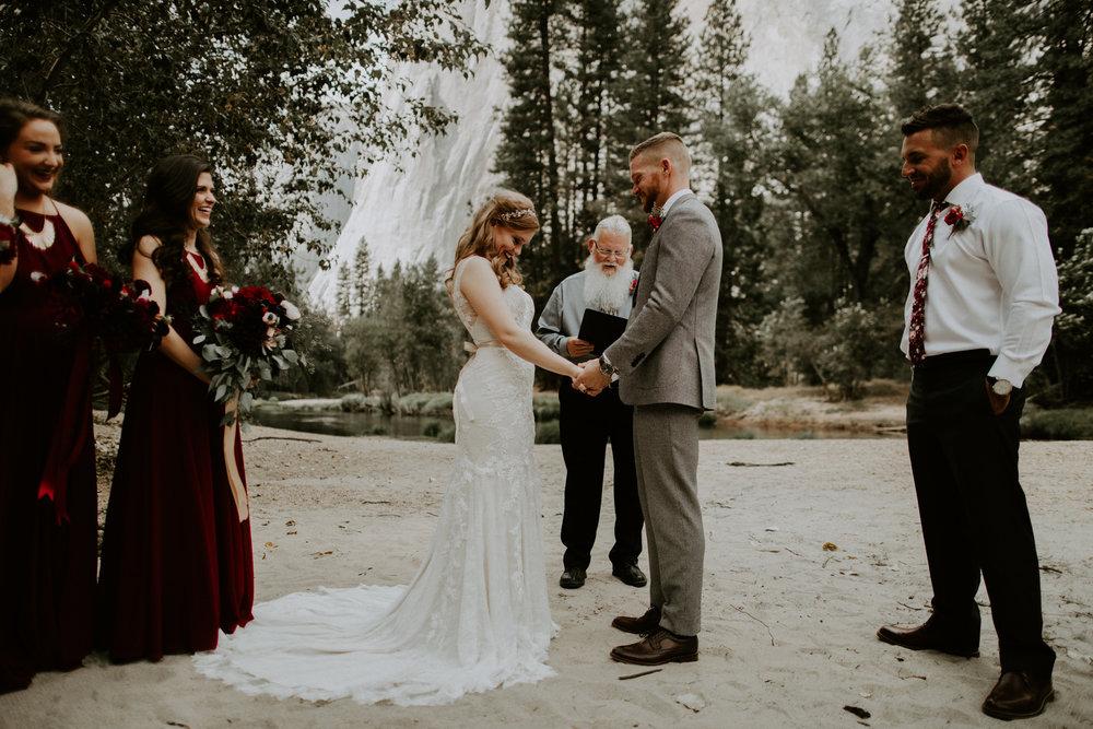 couple-elopement-yosemite-california_0022.jpg