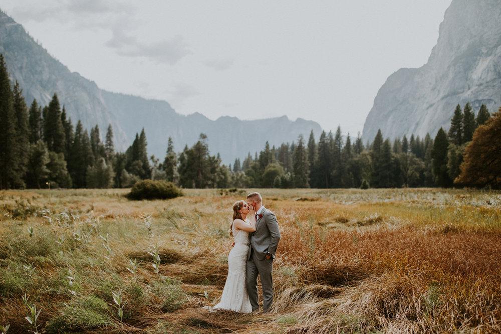 couple-elopement-yosemite-california_0062.jpg