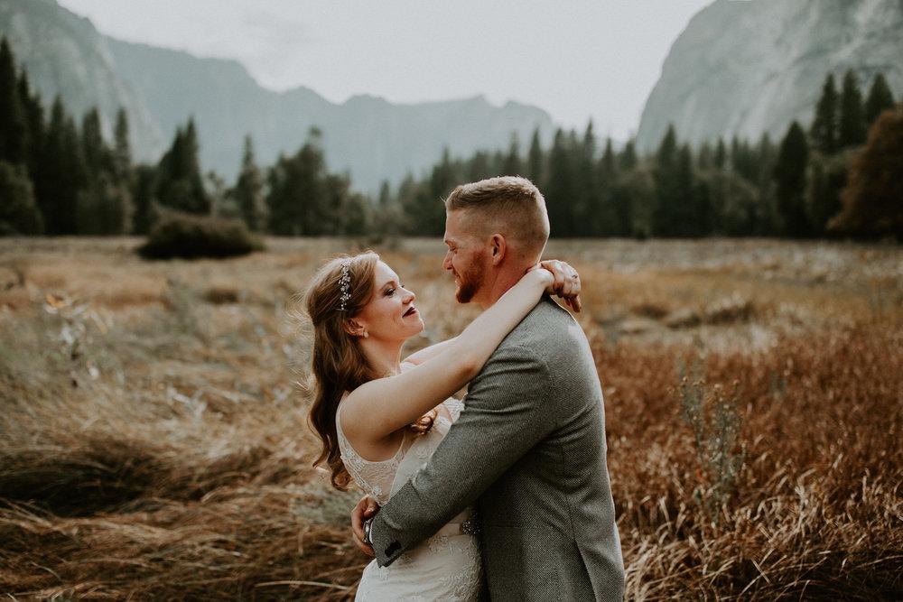 couple-elopement-yosemite-california_0065.jpg