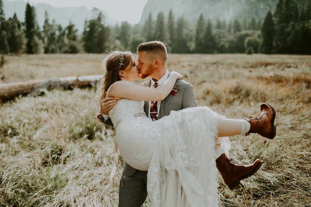 couple-elopement-yosemite-california_0088.jpg
