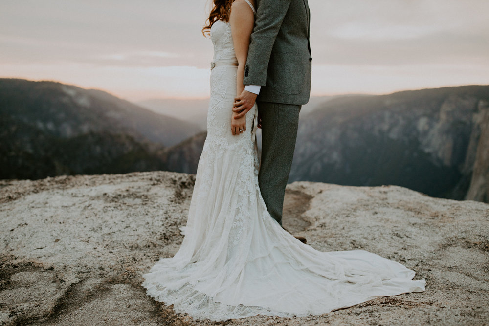 couple-elopement-yosemite-california_0100.jpg