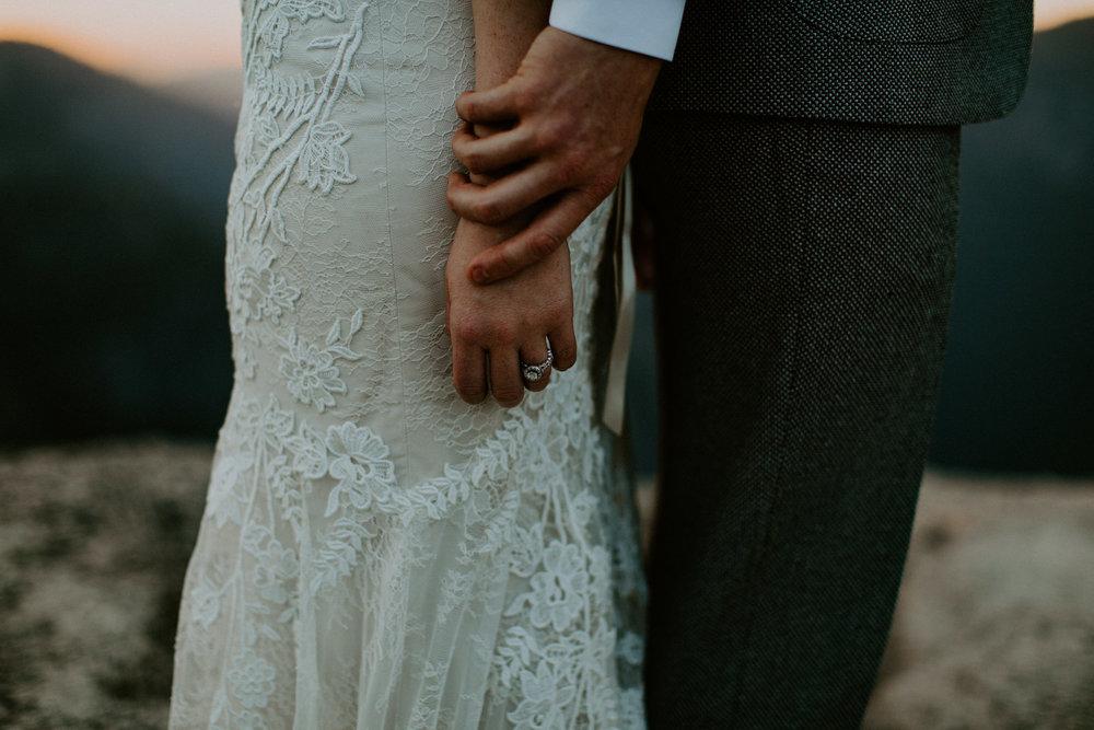 couple-elopement-yosemite-california_0101.jpg