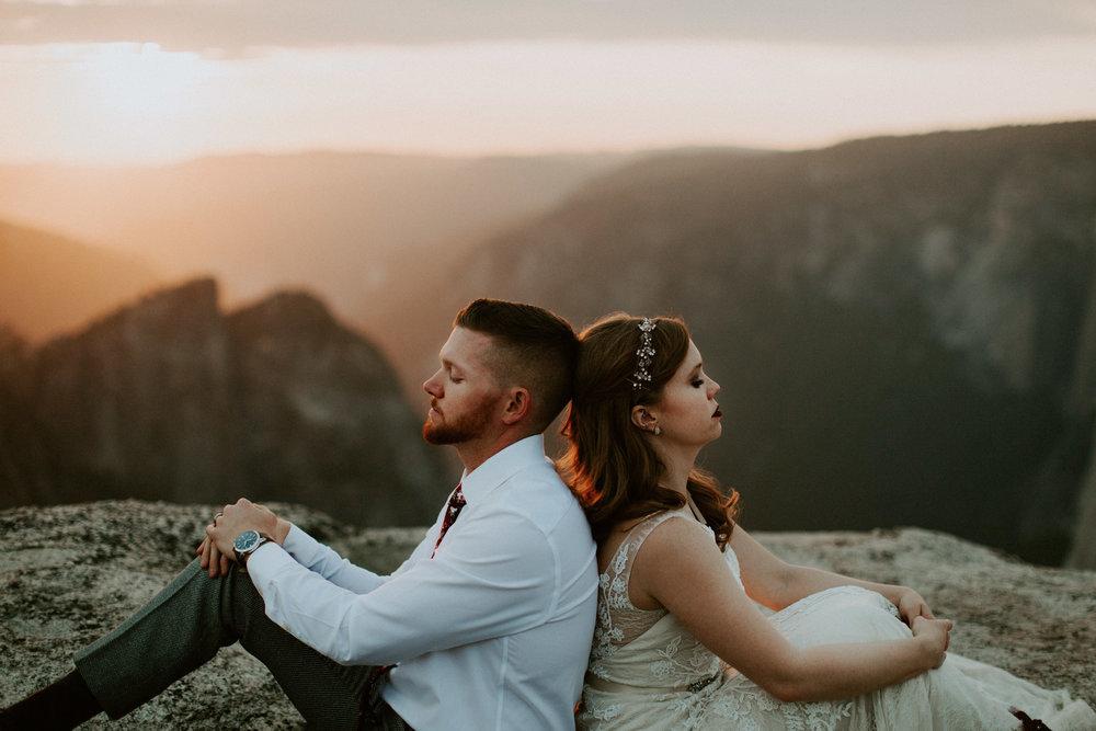 couple-elopement-yosemite-california_0104.jpg