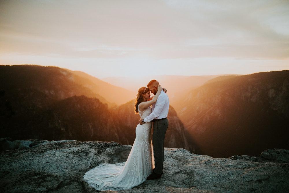 couple-elopement-yosemite-california_0108.jpg