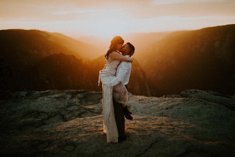 couple-elopement-yosemite-california_0111.jpg