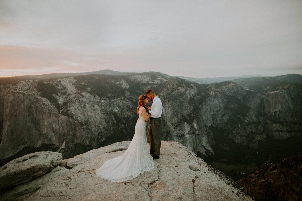 couple-elopement-yosemite-california_0116.jpg