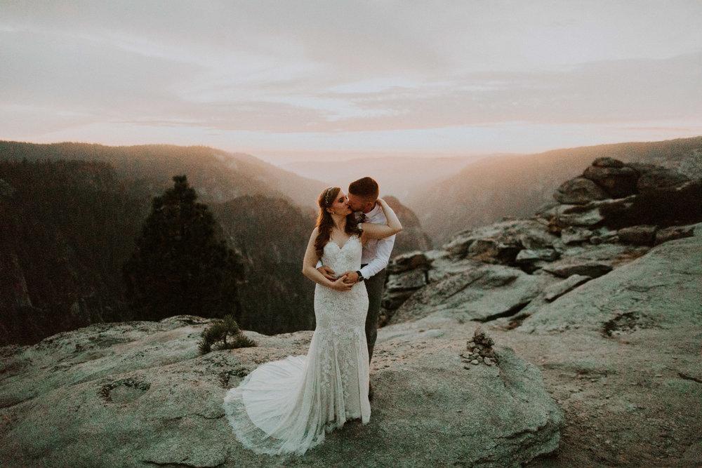 couple-elopement-yosemite-california_0118.jpg