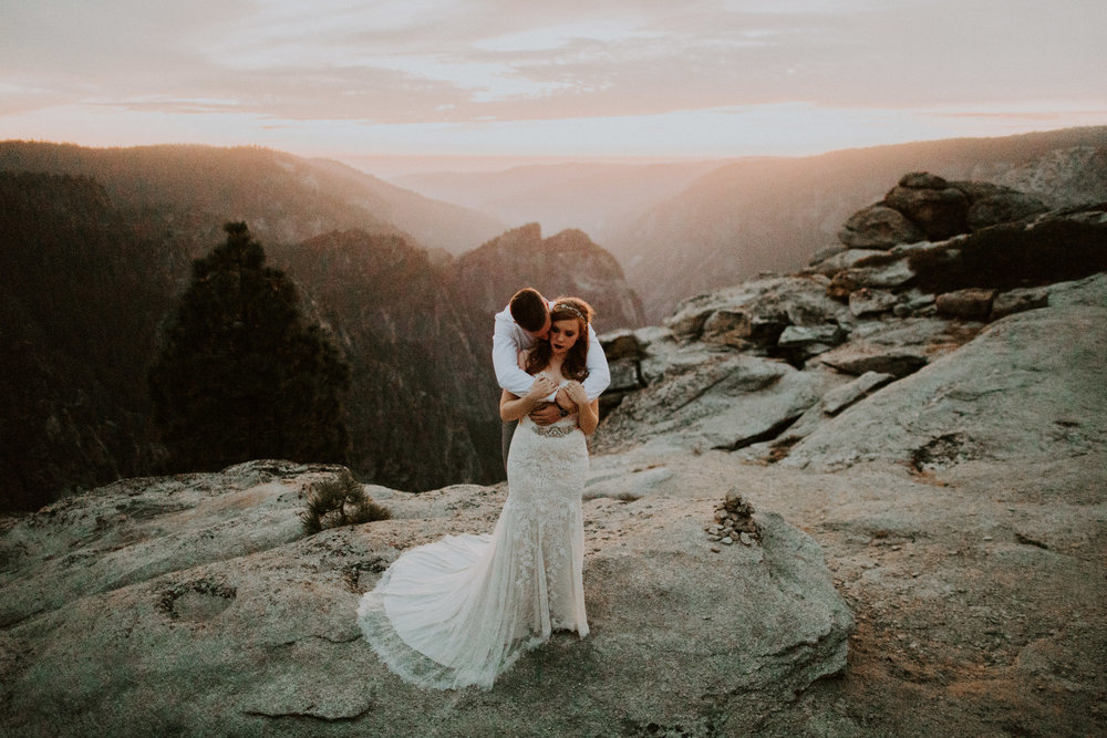 couple-elopement-yosemite-california_0119.jpg