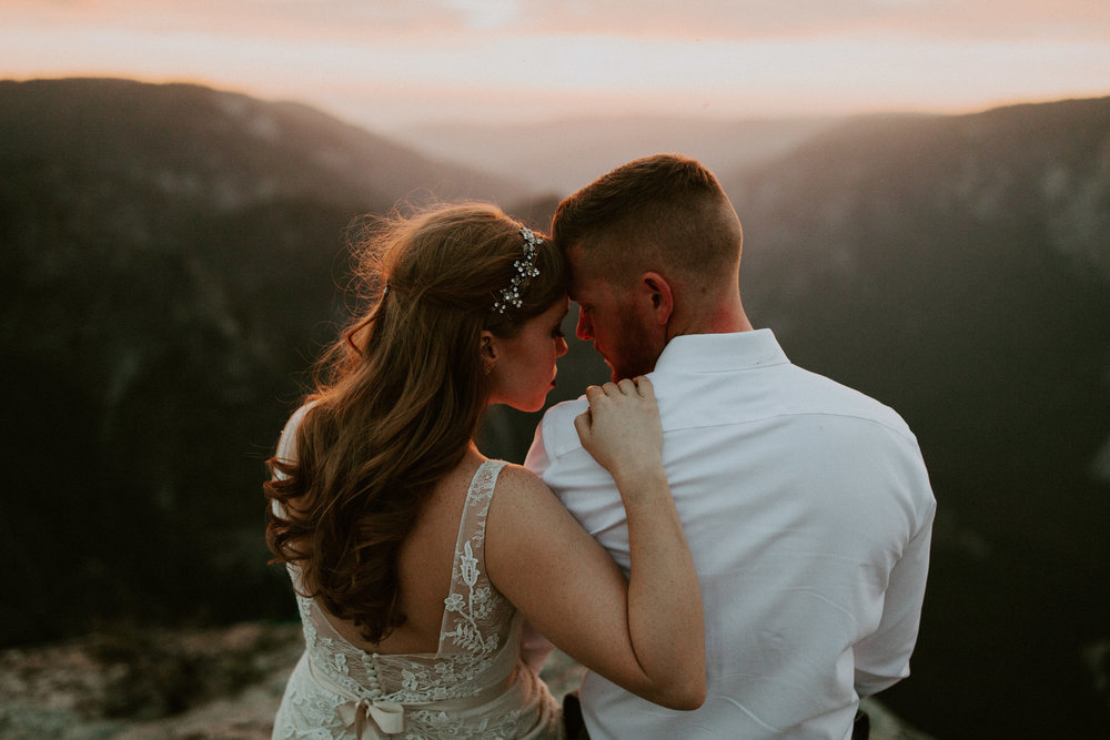 couple-elopement-yosemite-california_0123.jpg