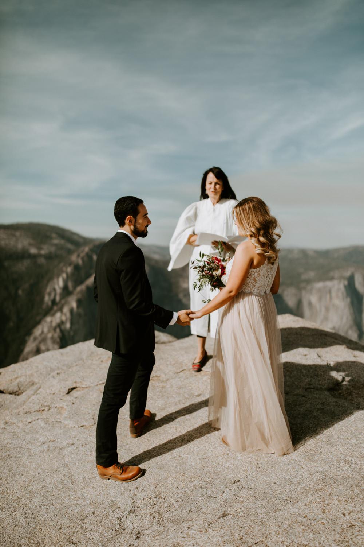 couple-elopement-yosemite-california_0017.jpg