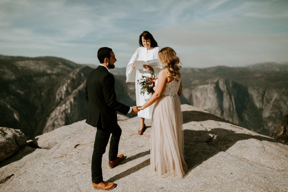 couple-elopement-yosemite-california_0018.jpg