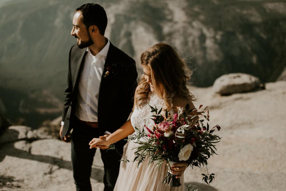 couple-elopement-yosemite-california_0020.jpg