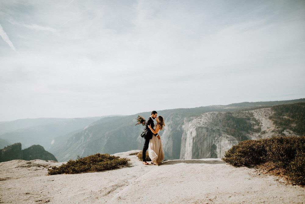 couple-elopement-yosemite-california_0024.jpg
