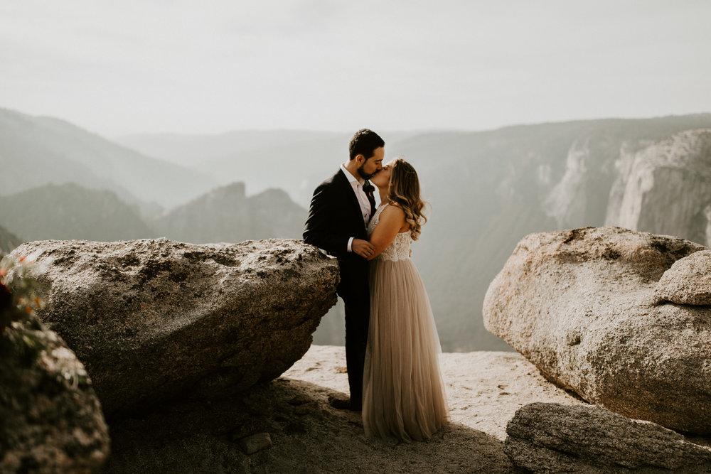couple-elopement-yosemite-california_0036.jpg