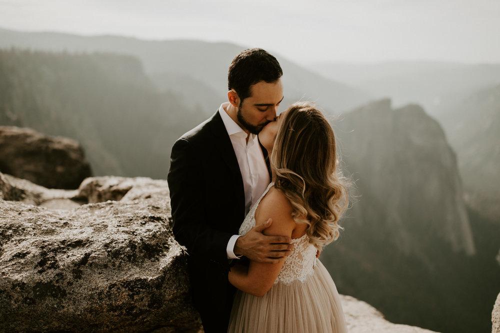 couple-elopement-yosemite-california_0038.jpg