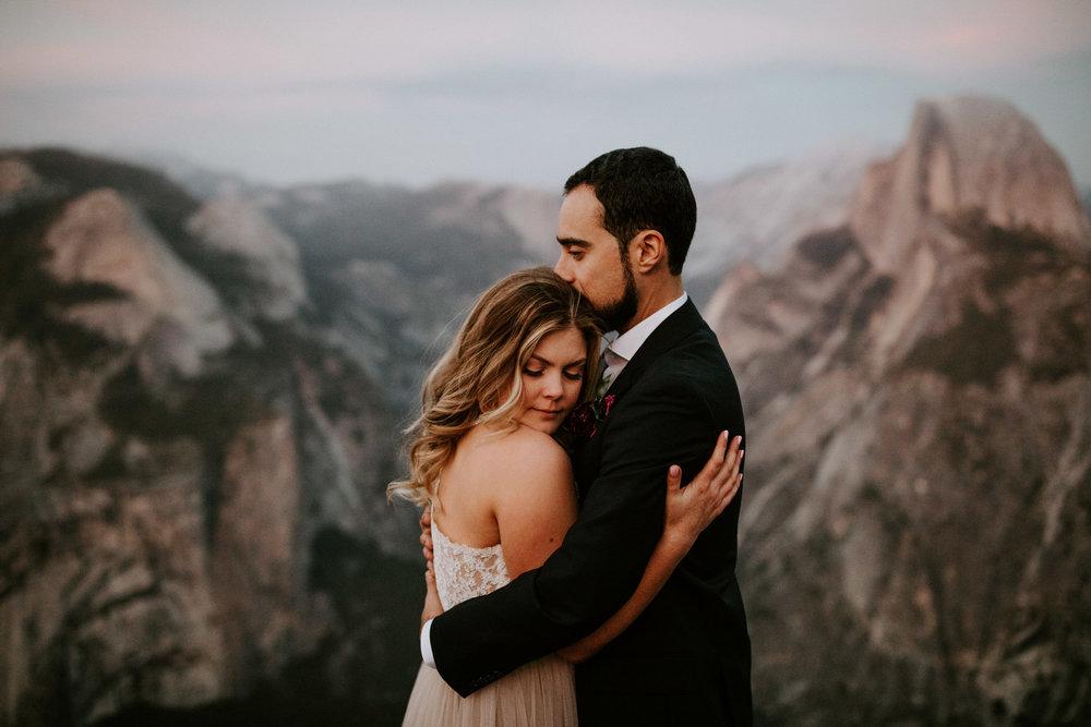 couple-elopement-yosemite-california_0103.jpg