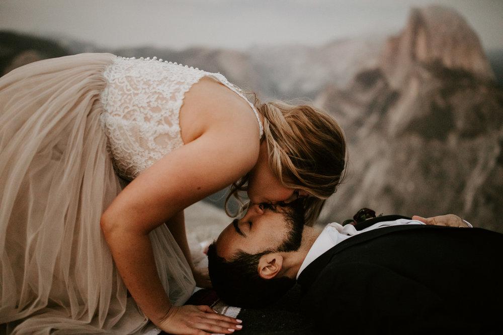 couple-elopement-yosemite-california_0105.jpg