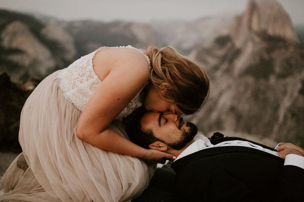 couple-elopement-yosemite-california_0106.jpg