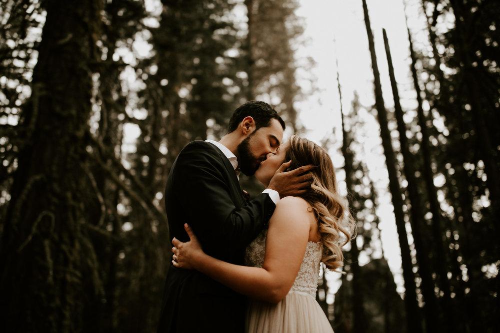 couple-elopement-yosemite-california_0056.jpg