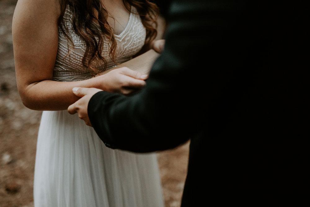 intimate-couple-elopement-yosemite-103.jpg
