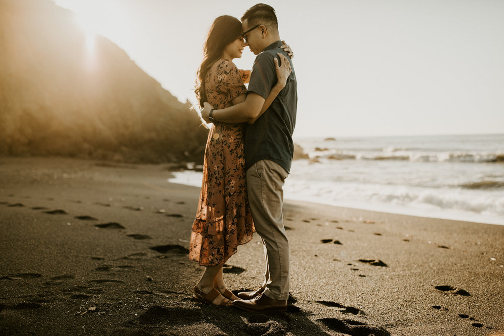 couple-intimate-engagement-session-northern-california-37.jpg