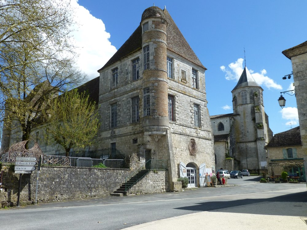 The Palace of the Bishops of Sarlat and The Church of St Félicien.jpg