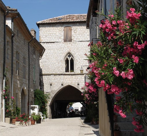 monflanquin with flowers.jpg