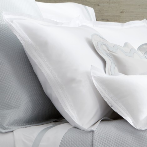grace_bed_detail2.jpg