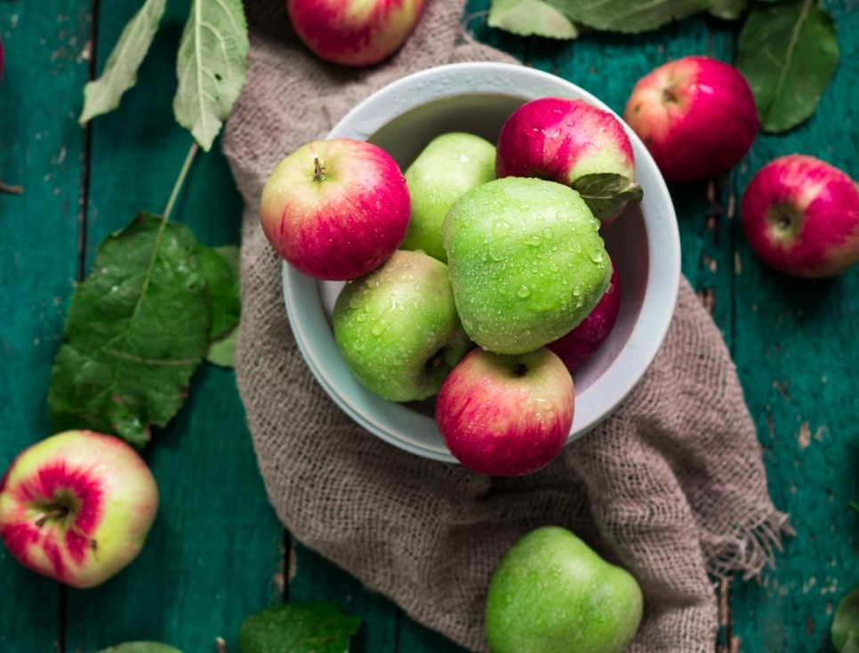 green-and-red-apples-in-a-bowl-and-on-a-wooden-table.jpg