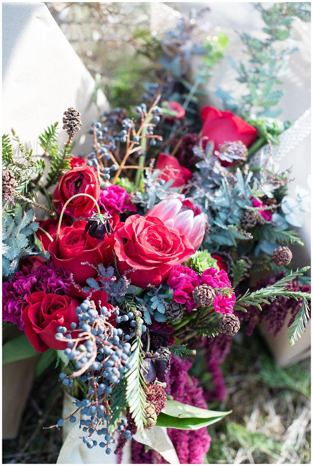 christmas-wedding-bouquet-ideas.jpg