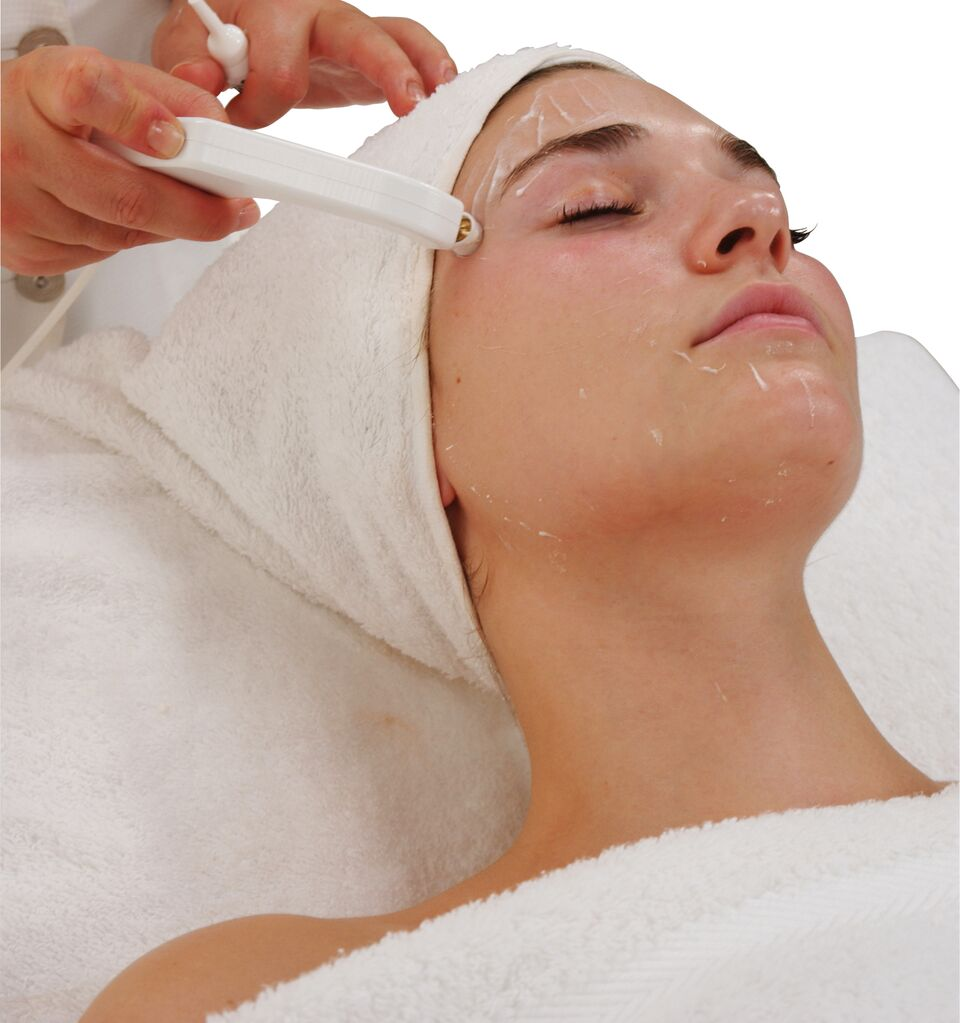 Crystal Clear Oxygen Therapy Treatment 4.jpg