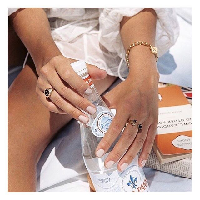 Get holiday ready with a perfect summer mani! 💅🏻 #nails #manicure #summer #holiday #islington #london #dayspa #wellness #wellbeing #sun #mani