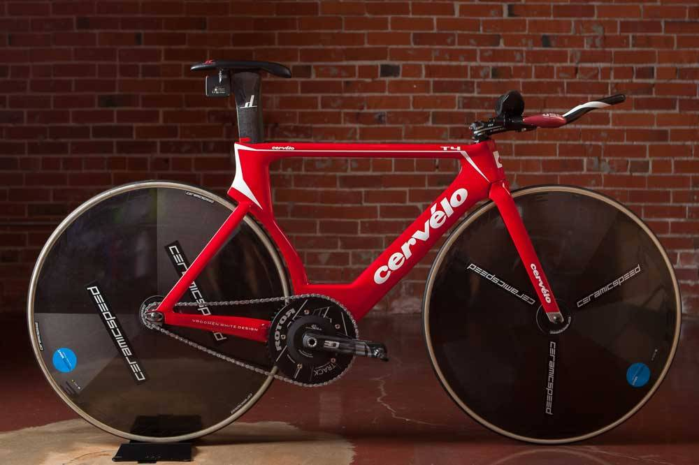 The Cervelo T4 doesn't have the same level of integration as some of the other bikes used for HR attempts, but however it's clearly a fast frame.