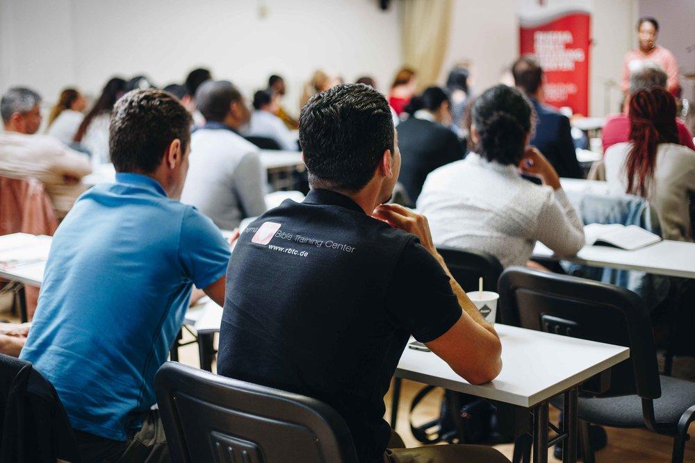 Rhema Bible Training Center - Das RBTC ist deine Möglichkeit die Bibel zu studieren und den Plan Gottes für dein Leben zu entdecken.Es befindet sich in Deutschland bzw. ganz Europa an verschiedenen Standorten. GZK ist der Standort für den Kölner Campus.WochenendkurseFreitag: abendsSamstag: ganztägigUnterricht findet 1x im Monat statt.