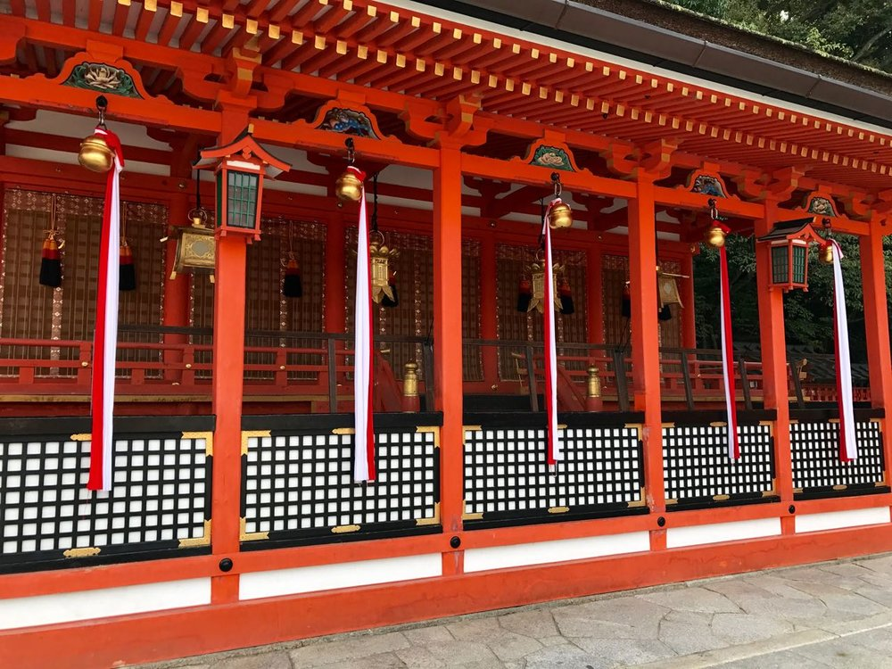 At Fushimi-Inari Shrine, there are many places where worshipers ring bells to gain the attention of the gods before bringing forth their prayers and requests.