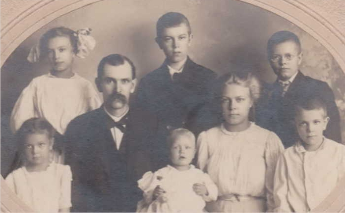 Virgil's father, William Gottleib Reinhold Koehler and his children, 1909