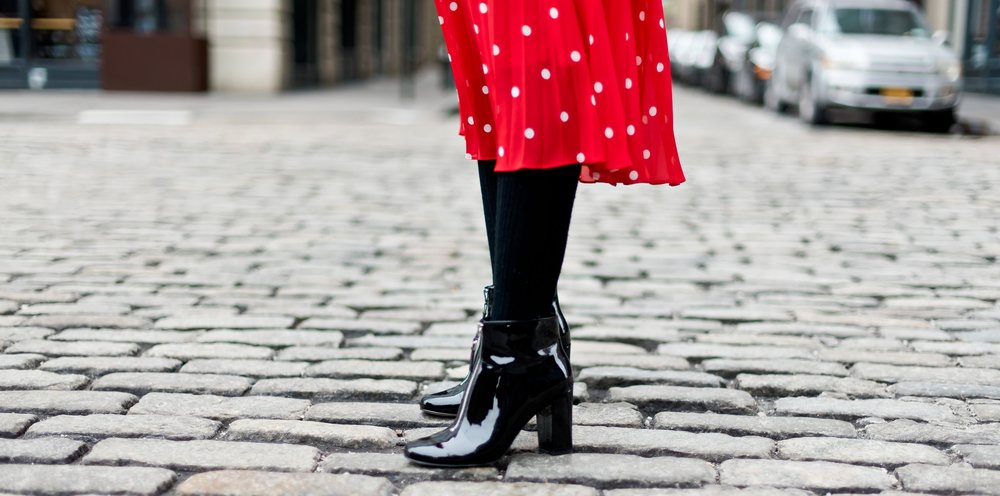Simplycyn.com  Learn how to manage winter shoes, that are weather and commute friendly but also fashionable.