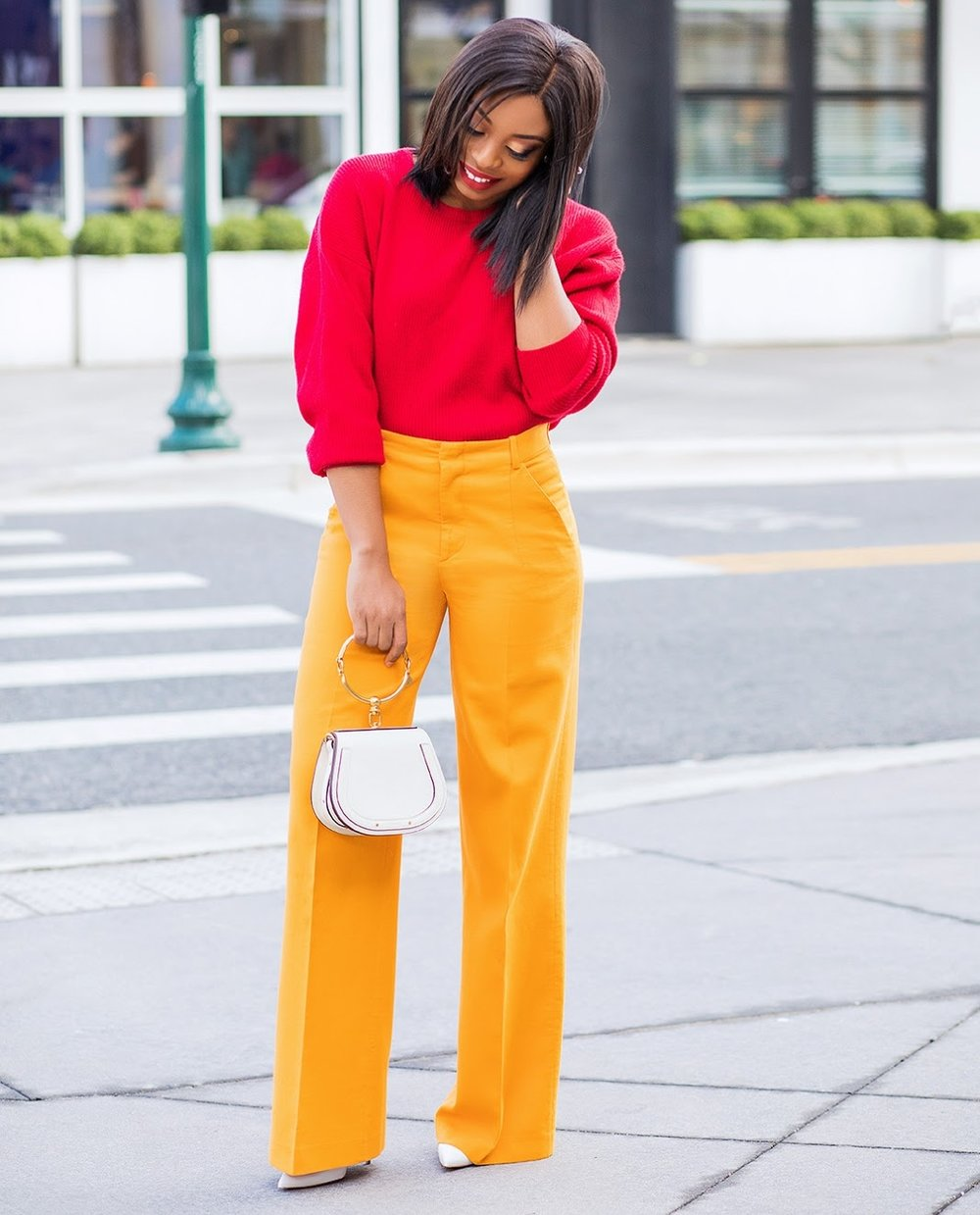 jadore-fashion.com  Mixing two bold colors can make an interesting combination. Color blocking is a great way to ease from winter to spring.