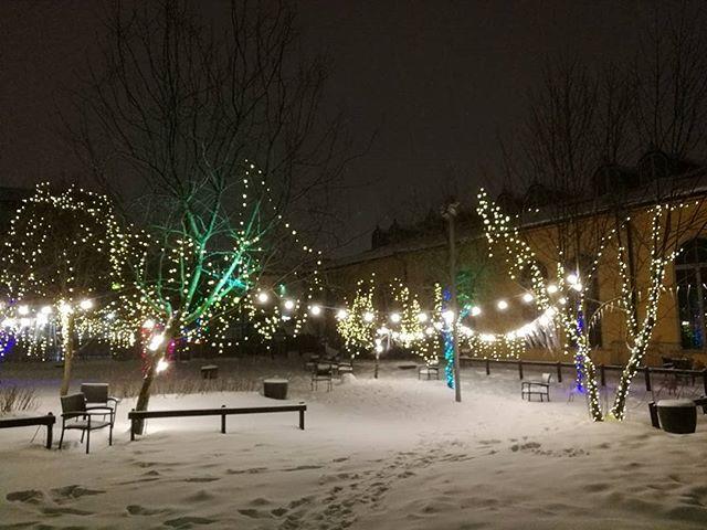 Regrann from @suenmorsian -  Korjaamon talvi. #winter #snow #lights #footprints #korjaamo #helsinki - #regrann
