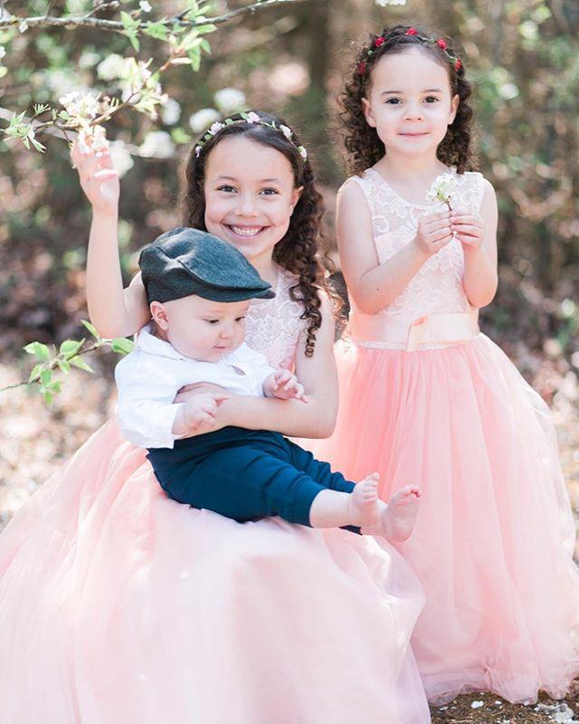 Happy Spring!❤️🌸 . . . #sageandpetal #sageandpetalphotography #spring #virginiaphotographer #familyphotographer #family #familyportraits #flowers #culpeperphotographer #warrentonphotographer #gainesvillephotograher #bigsisters #littlebrother